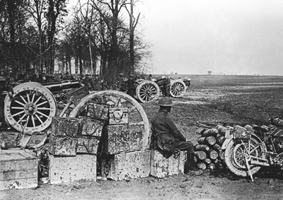 Heavy 6 inch 26 cwt howitzers, which had a maximum range of 8,700m.