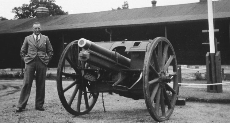 Baker with Graincourt Gun
