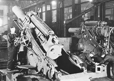 By 1917 heavy guns like this 9.2 inch howitzer were available in greater numbers.