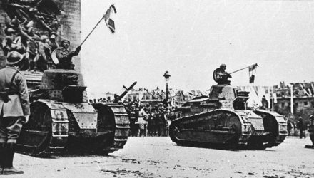 Renault FT-17s_Victory Parade Paris